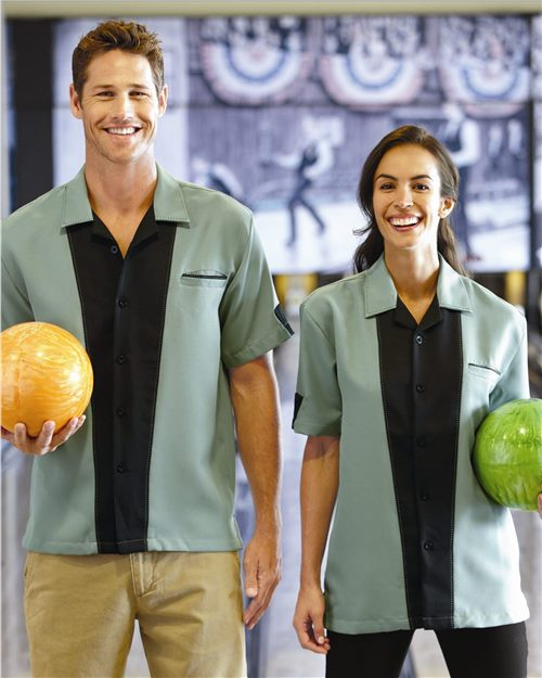 Hilton HP2245 Monterey Bowling Shirt Model Shot