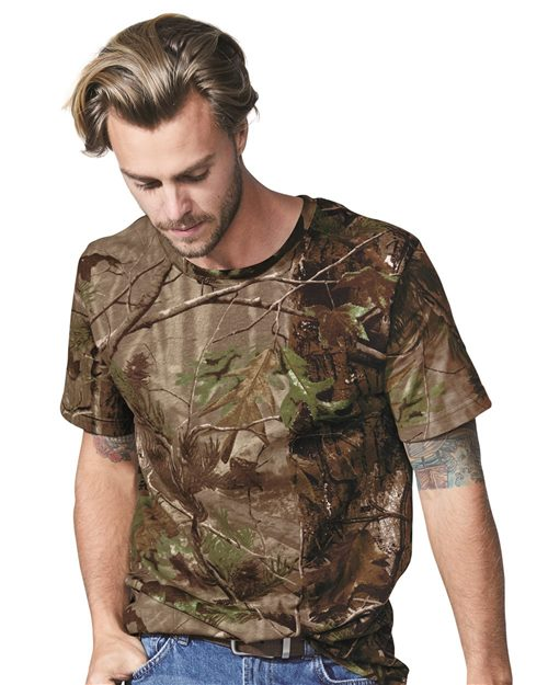 Code Five 3980 Camiseta de camuflaje Realtree® para adultos Model Shot