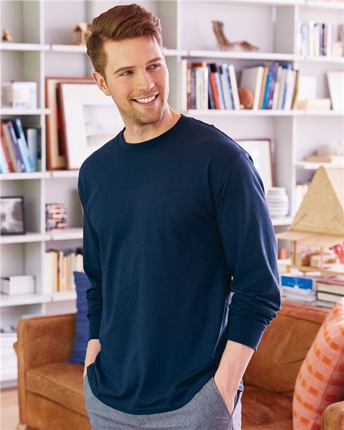 Hanes 5286 ComfortSoft® Long Sleeve T-Shirt Model Shot